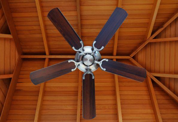 מאוורר תקרה עם כנפיים מעץ